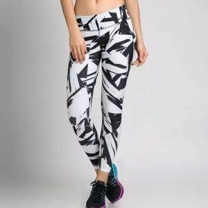 🚨NEW LIST! Nike Legend 2.0 Floe Tight Print Pants